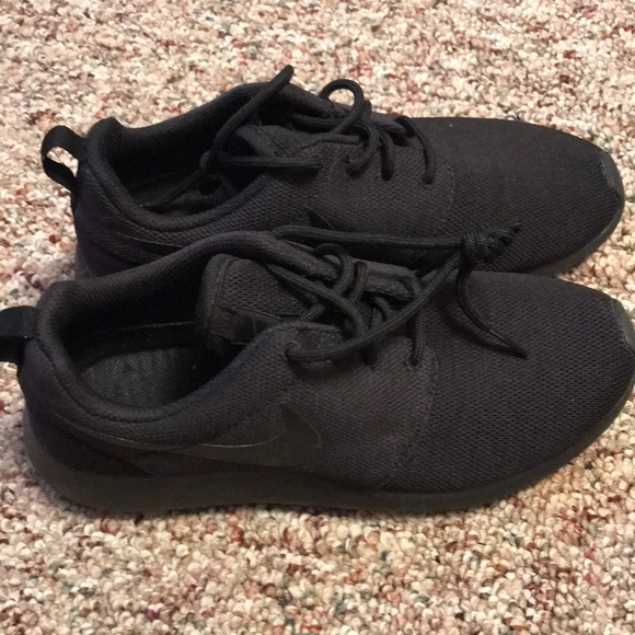 73a87b608ba4 All Black Nike Roshe Run One. M 5b299bf804e33df46cb30af4